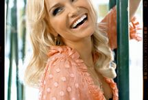 Actresses and singers I like / by Galinda Upland