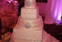 Gorgeous cup&cakes  / by Ashley Lilo