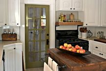 Kitchens / by Shannon Voss