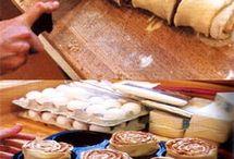 Bread & Rolls / by Shari Redwine Mayer