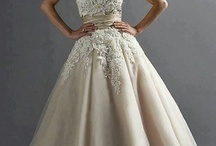 Wedding Dresses / by Courtney Beyer