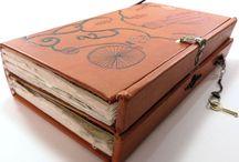 Cajas y libros / by Ana María Pozo Reyes