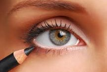 Eye Make-Up / by Tessa Colburn Bonvouloir