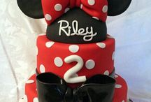 Minnie Mouse Party / by Ph.D.-serts & Cakes