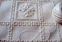 Hardanger / Originalmente chamada de Norwegian Drawn Work, acabou conhecido como Hardanger, por ter florescido a partir do século XVI no Fiorde Hardanger, no noroeste de Stavanger. Entre 1650-1850, este tipo de bordado passou a ser usado na confecção dos chamado bunads (trajes nacionais noruegueses), bem como em outros itens de vestuário,além de tapetes, cortinas, colchas e toalhas de mesa.   / by Valéria Santana