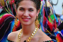 Trajes regionales de cada Estado de Mexico / by Carmen Banck