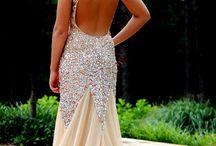 Love that dress / by Regina George