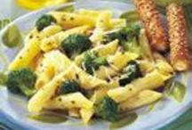 Food recipes to try - pasta dishes / by Joanne Wood