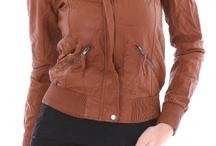 Womens Jackets /  Якето е универсалната връхна дреха. Особено предпочитано е през есента и зимата, въпреки  че и през останалите сезони неговата актуалност не намалява драстично. Все пак най-ценното му качество се проявява именно през студените дни, когато топлината е най-търсеният ефект.В нашия магазин за дрехи онлайн предлагаме богат избор на дамски якета. Различават се няколко подкатегории дамски якета, сред които зимни якета, кожени якета, сезонни якета, спортни якета, якета – елек, както и якета за ски. / by Damski Drehi
