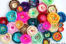 цветы из ткани, вязанные, ... / by Tais
