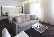 Hotel Riverton: Rooms / Hotel Riverton har 175 hotellrum och 5 lägenheter som alla är utformade för både avkoppling och affärsändamål i centrala Göteborg. Våra Premium hotellrum & sviter ligger på de övre våningarna med en fin utsikt över Göteborg och hamnen. / by Hotel Riverton