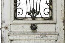 Love Doors / by Thea Rossouw