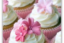 Cupcakes / by Melanie Goettisheim