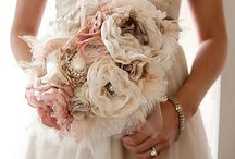 Wedding Flowers / Wedding flowers and bouquets  / by Rhonda Giedt