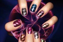 Magnetic Nail Color / ¡Sofisticados y diferentes! Una nueva tendencia que ya causa furor en todas las #LocasXLosEsmaltes / by Sally Hansen Argentina