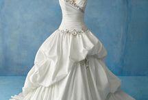 Dream Wedding <3 / by Melanie Salter