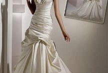 Hitchin' Dresses / by Maureen Mallach