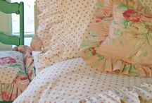 A Lovely Shabby Bed 2 / by Teresa Noah-Brown