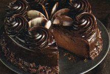 Cakes / by Adriana Petroiu Spencer