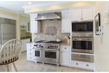 Kitchen / by Dolores Cavazos