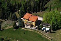 La villa / Ammiriamo la villa in ogni suo angolo / by Boutique Hotel Villa Sostaga