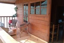 Bungalows Camping Playa de la Franca (Asturias) / Disponemos de acogedores bungalows de diferentes modelos y con capacidad para 2-6 personas, con baño con ducha y cocina equipada. / by Camping Playa de la Franca Bungalows-Asturias