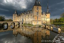 J'adore Chateaux / by Leah Marie Brown