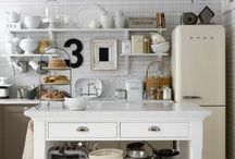 Kitchens / by Jeannine Larocque