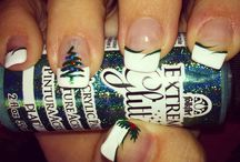 Christmas Nails / by MoManisMoProblems