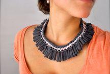 collares y manillas de tela / by Ersy Garrido
