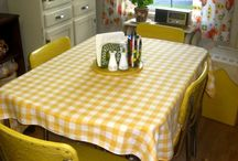 Kitschy kitchens / by Leslie Leon-Cremeens