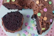 Cakes / by Julie Sellards