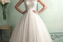 Wedding Gowns / by Leanne Pastore
