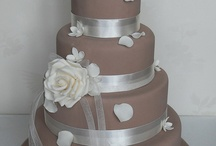 Beautiful 4 n above tiers cake / by Judy Wong