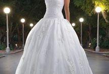 Wedding Dresses / by Gabi Dugal