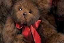 Teddy Bears / by Holly Varga