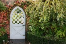 Doors, entrances and archways / Fascinating doors, portals, entrances, archways, gates and an occasional window / by Linda Morgan