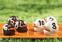 Oreo Cookie Balls / Move over cake pops, it's all about the Oreo cookie balls. Cuter than cupcakes, tastier than truffles, these delightfully bite-sized treats are easy to make and even easier to eat.  / by Oreo