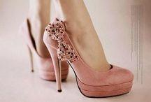 Wear {If the shoe fits, wear it bitch!} / by Amanda Elizabeth