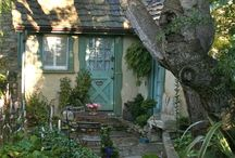 Cottages / by Amy Bendigkeit