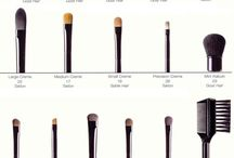 make up brushes / by Daisy Deleon