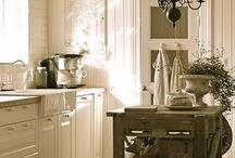 shabby / L'arte del decoratore consiste nel fare nelle case altrui quello che non si sognerebbe mai di fare nella propria / by Clara Grossi