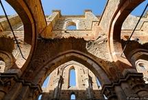 Ruins / by Giulia da Urbino