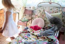 mini spaces / by Janaina Vaughn