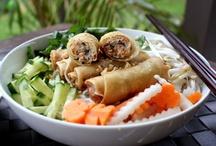 Mmmmmm Food / by Tiara Pugh