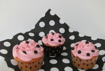 Cupcakes and Cakes / by Cari Holt