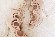 Shoes / by Aysun Sentürk