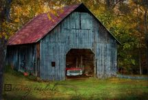 Barns / by Jeannelle Thomas