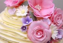 Cake/Cupcake decorating ideas / piping techniques, fondant, gum paste creations / by Carissa Hofmann Mollendor