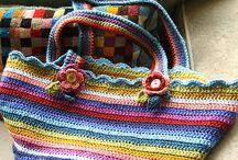 Crochet ideeeee / non sono bravissima!!!ma imparo velocemente...è adorabile e mi tiene compagnia nelle giornate invernali quando creo i miei cappellini..niente di che, ma solo il fatto di indossare ciò che ho creato con le mie mani con tanto amore, mi inorgoglisce..... / by Monica Baiardi